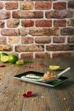 Τάρταρος γαρίδων ασβέστη με fondue μοτσαρελών βούβαλων, εκλεκτική εστίαση Στοκ φωτογραφία με δικαίωμα ελεύθερης χρήσης