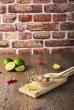 Τάρταρος γαρίδων ασβέστη με fondue μοτσαρελών βούβαλων, εκλεκτική εστίαση Στοκ Φωτογραφίες