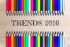 Τάσεις 2016 στο ξύλινες υπόβαθρο μολυβιών χρώματος/την επιχειρησιακή έννοια Στοκ φωτογραφίες με δικαίωμα ελεύθερης χρήσης