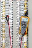 Τάση 24 Vdc συνδετικότητα μέτρησης στο τερματικό Electrica στοκ φωτογραφία με δικαίωμα ελεύθερης χρήσης