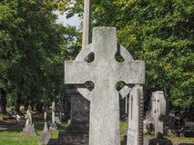 Τάφοι και σταυροί στο νεκροταφείο goth Στοκ Φωτογραφίες