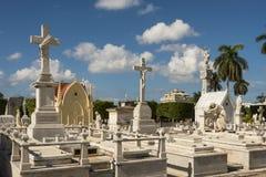 Τάφοι και maosoleums νεκροταφείο Αβάνα άνω και κάτω τελειών Στοκ Εικόνες