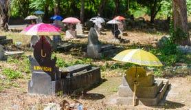 Τάφοι με τις ομπρέλες στο νησί Nusa Lembongan, Μπαλί Στοκ εικόνες με δικαίωμα ελεύθερης χρήσης