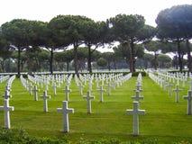 Τάφοι στο αμερικανικό στρατιωτικό νεκροταφείο σε Nettuno, Ιταλία Στοκ εικόνα με δικαίωμα ελεύθερης χρήσης