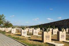 Τάφοι στο σοβιετικό νεκροταφείο Rossoshk Βόλγκογκραντ, Ρωσία Στοκ φωτογραφία με δικαίωμα ελεύθερης χρήσης