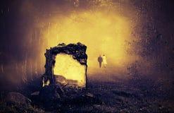 Τάφος σε ένα δάσος στοκ φωτογραφία