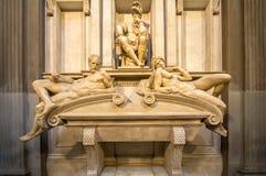 Τάφος του Lorenzo ΙΙ de Medici και κάτω από να βρεθεί στη Σαρκοφάγο Στοκ φωτογραφία με δικαίωμα ελεύθερης χρήσης