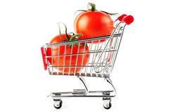 τέλειες ντομάτες αγορών κάρρων Στοκ φωτογραφία με δικαίωμα ελεύθερης χρήσης