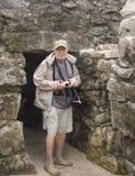 τέλειος ανώτερος τουρίστας στοκ εικόνες