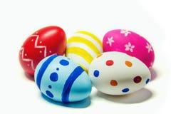 Τέλειο χέρι αυγών Πάσχας - που γίνεται απομονωμένο στο λευκό υπόβαθρο Στοκ Εικόνα