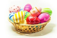 Τέλειο χέρι αυγών Πάσχας - που γίνεται απομονωμένο στο λευκό υπόβαθρο Στοκ Εικόνες