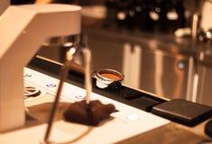 Τέλειο Tamping Espresso Στοκ φωτογραφία με δικαίωμα ελεύθερης χρήσης