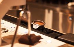 Τέλειο Tamping Espresso Στοκ Φωτογραφία