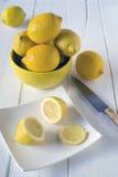 Τέμνοντα λεμόνια Στοκ Εικόνα