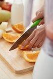 Τέμνοντα πορτοκάλια Στοκ φωτογραφίες με δικαίωμα ελεύθερης χρήσης