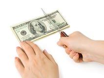 τέμνοντα χρήματα μαχαιριών χ&eps Στοκ φωτογραφία με δικαίωμα ελεύθερης χρήσης
