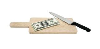 τέμνοντα χρήματα χαρτονιών Στοκ φωτογραφία με δικαίωμα ελεύθερης χρήσης