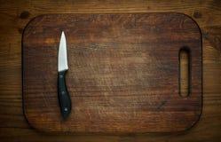 Τέμνοντα breadboard και το μαχαίρι το υπόβαθρο στοκ φωτογραφίες με δικαίωμα ελεύθερης χρήσης