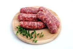 τέμνοντα sousages χοιρινού κρέατο& Στοκ εικόνες με δικαίωμα ελεύθερης χρήσης