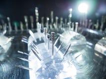 Τέμνον εργαλείο για τη υψηλή ακρίβεια που επεξεργάζεται τη διαδικασία παραγωγής στη μηχανή Στοκ φωτογραφίες με δικαίωμα ελεύθερης χρήσης