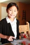 Τέμνον κορίτσι φραουλών Στοκ εικόνα με δικαίωμα ελεύθερης χρήσης