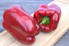 τέμνον κόκκινο πιπεριών χαρ&ta Στοκ φωτογραφία με δικαίωμα ελεύθερης χρήσης