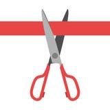 τέμνον κόκκινο ψαλίδι κορδελλών Στοκ φωτογραφία με δικαίωμα ελεύθερης χρήσης