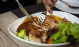 Τέμνον μέσο πιάτο μπριζόλας μπριζολών χοιρινού κρέατος Στοκ Εικόνα