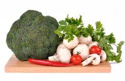 τέμνον πιπέρι μανιταριών brocolli χαρτονιών Στοκ φωτογραφία με δικαίωμα ελεύθερης χρήσης