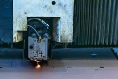 Τέμνουσα μηχανή ακτίνων λέιζερ Στοκ Φωτογραφίες