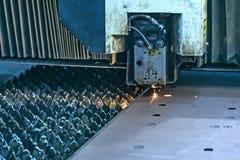 Τέμνουσα μηχανή ακτίνων λέιζερ Στοκ εικόνα με δικαίωμα ελεύθερης χρήσης