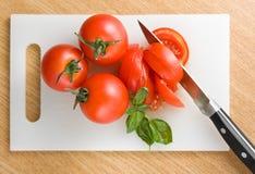 τέμνουσες ντομάτες Στοκ Εικόνα