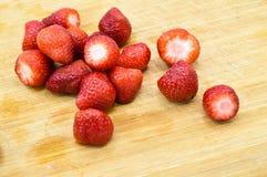 Μεγάλες καθαρές και φρέσκες φράουλες στοκ φωτογραφία με δικαίωμα ελεύθερης χρήσης