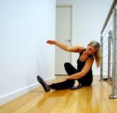 τέντωμα πρακτικής χορού Στοκ Εικόνες