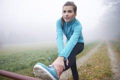 Τέντωμα πριν από το τρέξιμο Στοκ Εικόνες