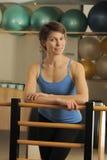 Τέντωμα στο βαρέλι Pilates Στοκ εικόνες με δικαίωμα ελεύθερης χρήσης