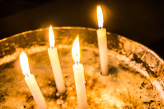 Τέσσερα γαλήνια, ειρηνικά κεριά Στοκ Εικόνα