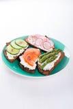 Τέσσερα διαφορετικά σάντουιτς στο πιάτο Στοκ Εικόνες