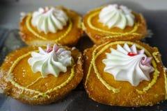 Τέσσερα κίτρινα κέικ στοκ φωτογραφίες με δικαίωμα ελεύθερης χρήσης