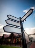 Τέσσερα κενά σημάδια οδών στη διατομή Στοκ Εικόνες