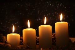 Κεριά Χριστουγέννων εμφάνισης Στοκ φωτογραφίες με δικαίωμα ελεύθερης χρήσης