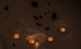 Τέσσερα κεριά στο χιόνι Στοκ Εικόνα