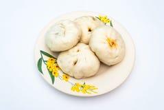 Τέσσερα κομμάτια της κινεζικής βρασμένης στον ατμό μπουλέττας στο πιάτο, Στοκ φωτογραφία με δικαίωμα ελεύθερης χρήσης