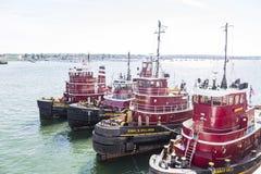 Τέσσερα κόκκινα Tugboats στοκ εικόνες