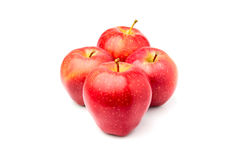 Τέσσερα κόκκινο ώριμο μήλο Richard που απομονώνεται Στοκ Φωτογραφίες