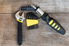 Τέσσερα μηχανικά εργαλεία στο ξύλο Στοκ εικόνα με δικαίωμα ελεύθερης χρήσης
