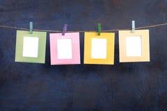Τέσσερα πλαίσια που κρεμούν στο σχοινί στο σκοτεινό υπόβαθρο Στοκ εικόνα με δικαίωμα ελεύθερης χρήσης