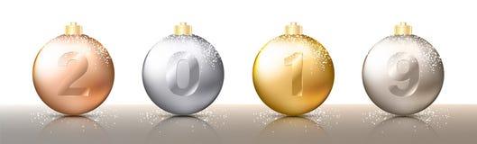 Τέσσερα ρεαλιστικά μπιχλιμπίδια, σφαίρες ή σφαίρες Χριστουγέννων διαφανή στις διαφορετικές σκιές του μεταλλικού χρυσού και ασημέν απεικόνιση αποθεμάτων
