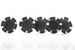 Τέσσερα τσιπ πόκερ που απομονώνονται στο άσπρο υπόβαθρο Στοκ φωτογραφία με δικαίωμα ελεύθερης χρήσης