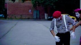 Τέσσερα mimes μιμούνται το τροχαίο στην πόλη απόθεμα βίντεο